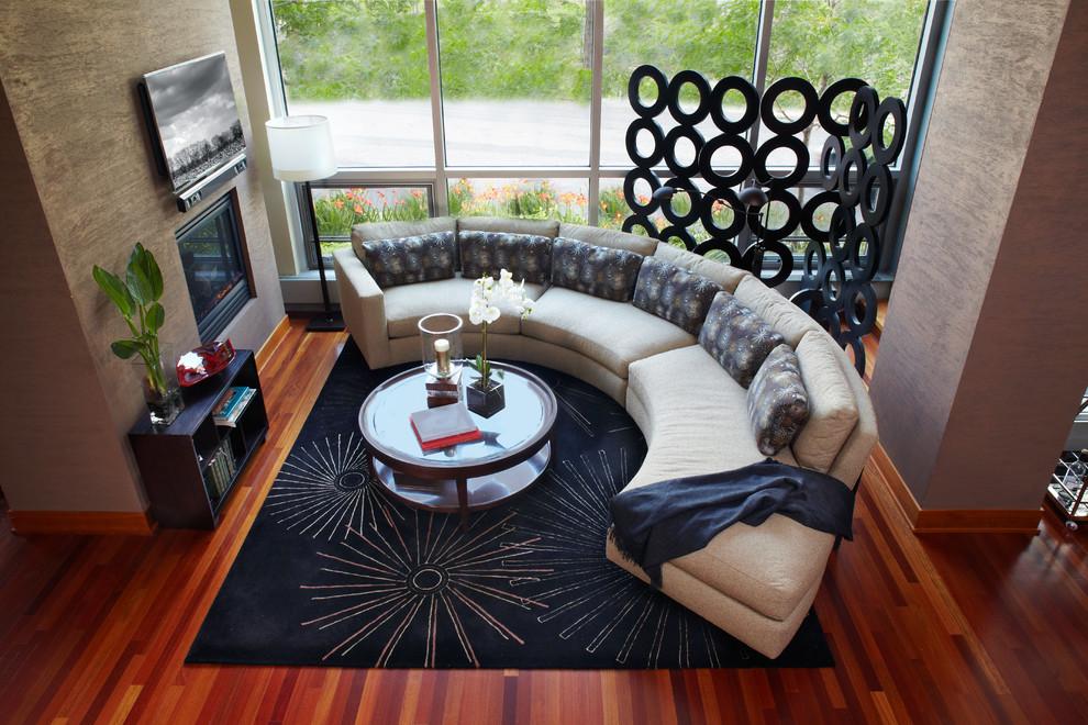 Округлый диван для большой гостиной