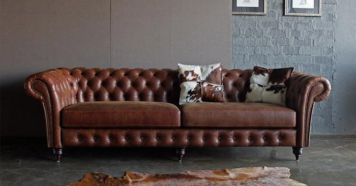 Кожаный угловой диван в классическом стиле