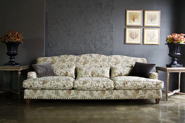 Красивый диван в гостиную