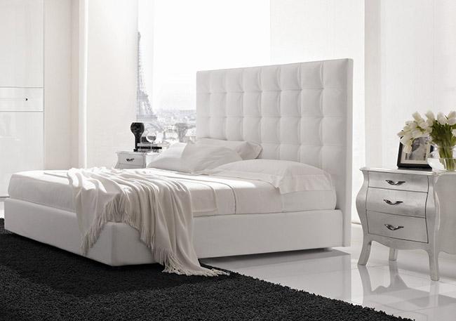 Высокая спинка у кровати