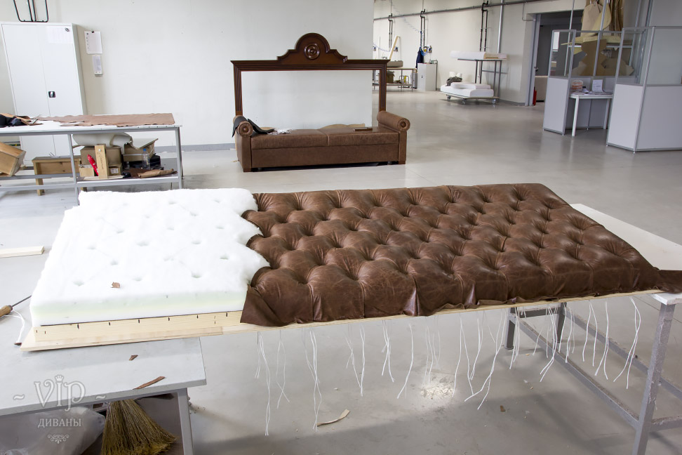 Сталинский диван в цеху