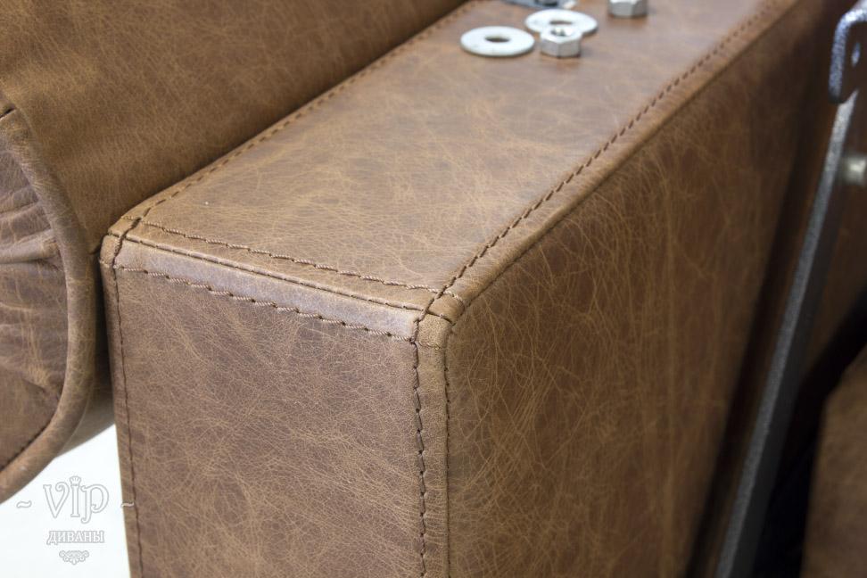 Швейная строчка на подлокотнике